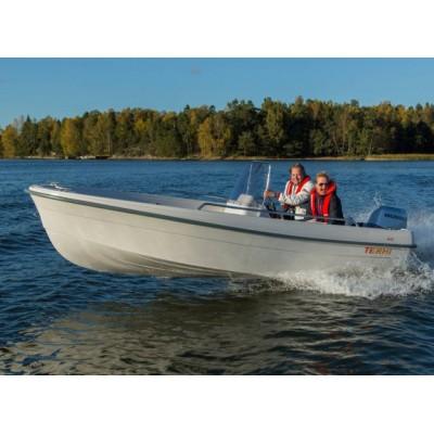 Пластиковая лодка Terhi 445С (консоль, 4,45 м)